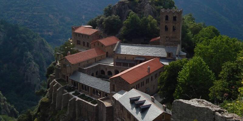 Vue d'ensemble de l'abbaye Saint-Martin du Canigó © A.Benjamin